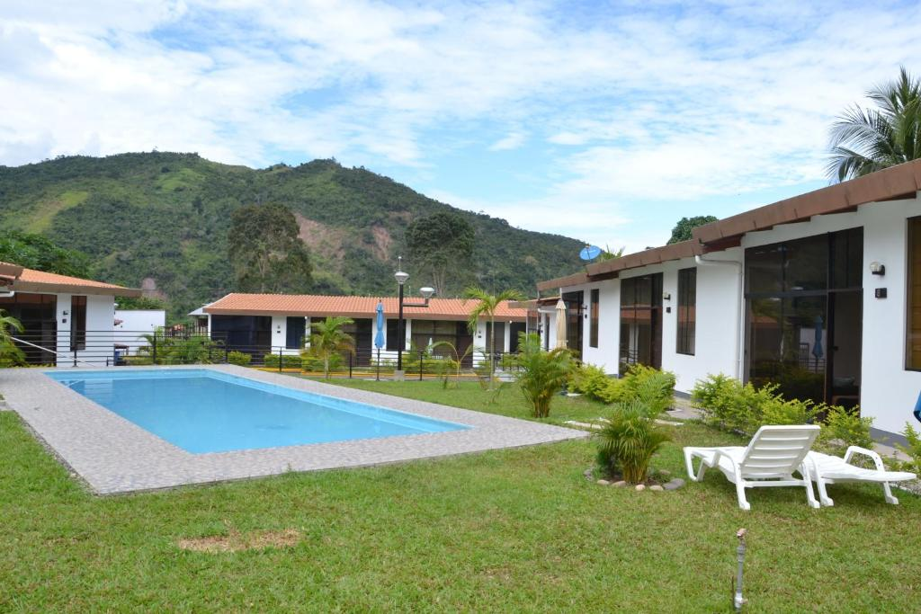 <div data-et-view=NAFQCDCcdXDPdFO:1</div Peruvian Jungle Resort