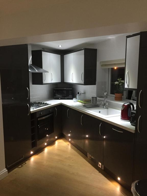 <div data-et-view=NAFQCDCcdXDPdFO:1</div Flat in Loughton