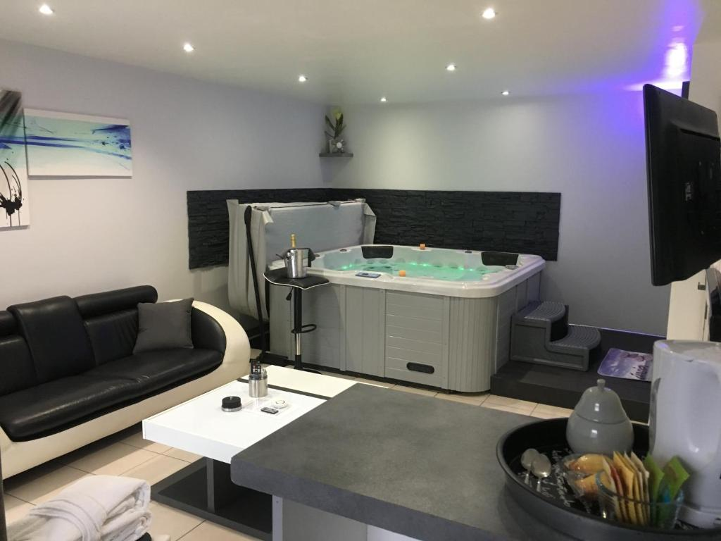 Appart spa toulouse online booking viamichelin for Salon a toulouse
