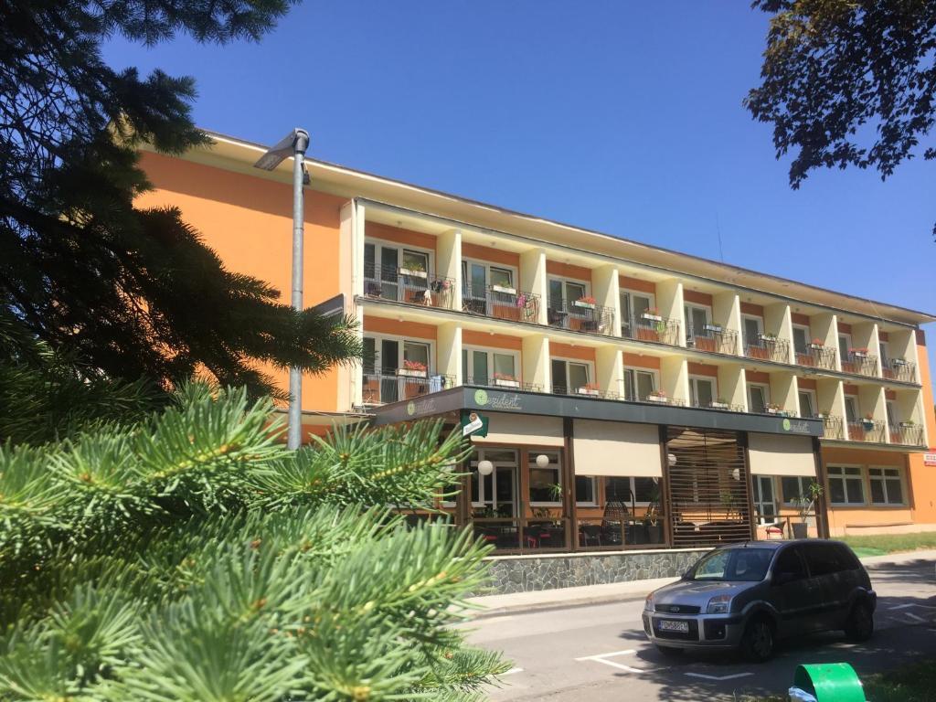 Hotel rezident r servation gratuite sur viamichelin for Reservation gratuite hotel