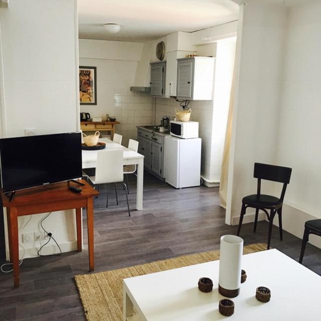 hotel de la gare bayonne. Black Bedroom Furniture Sets. Home Design Ideas