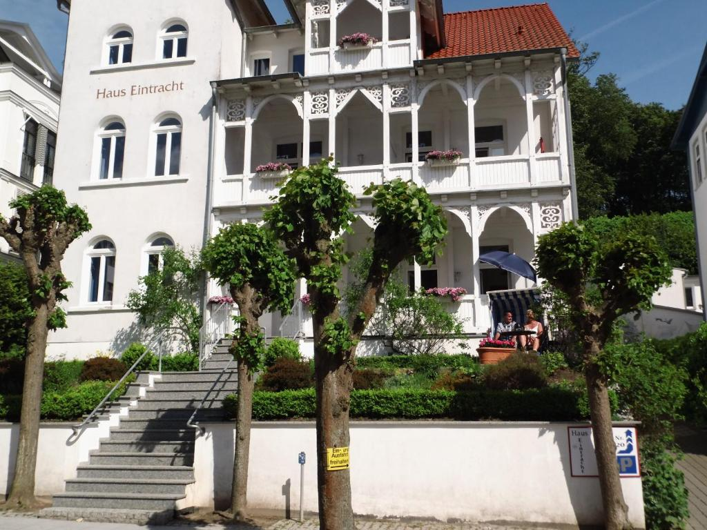 Apartments haus eintracht sellin sellin book your for Haus sellin