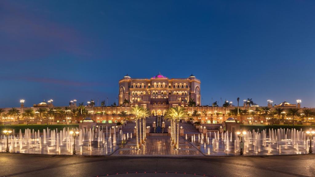 Kết quả hình ảnh cho Hoàng Cung Emirate Palace