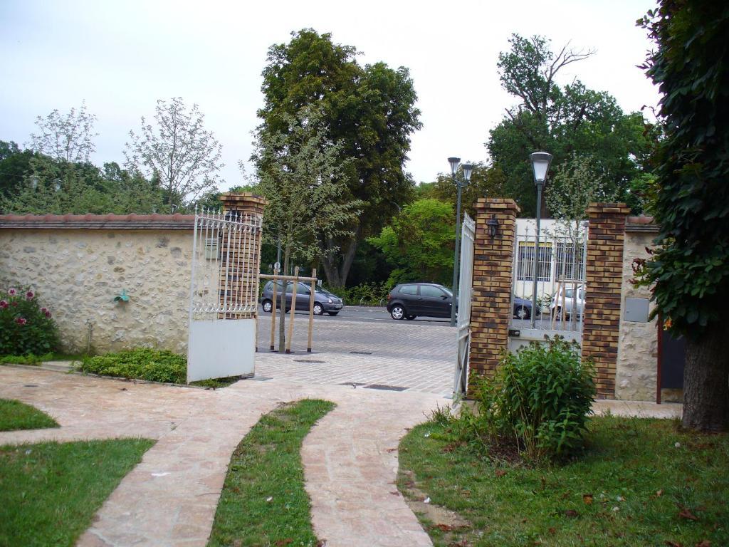 Maison dHôtes Villa Brindille  BoisleRoi  online