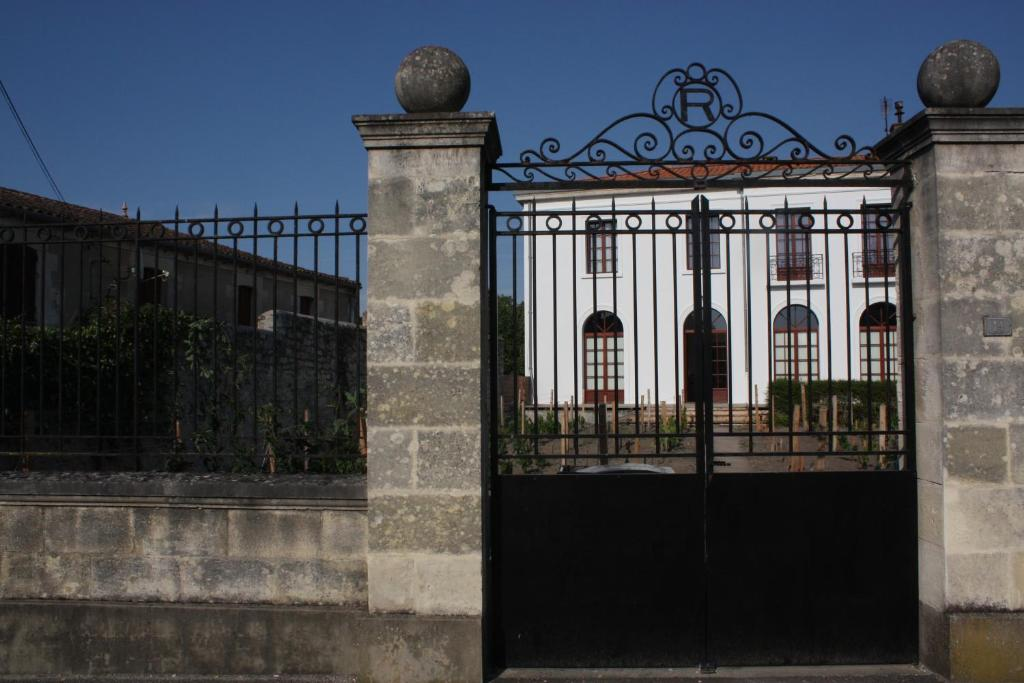 <div data-et-view=NAFQCDCcdXDPdFO:1</div Villa Vivien