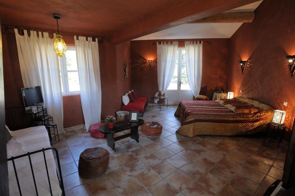 Mas de lure salon de provence book your hotel with for B b hotel salon de provence
