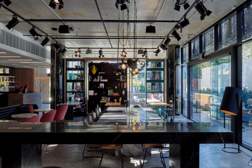 O lounge ou bar de Tribe Perth