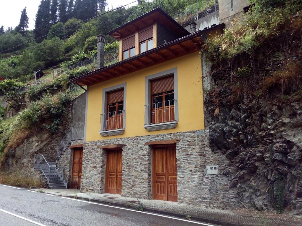 Casa Rural Las Mestas (Espanha Cangas del Narcea) - Booking.com