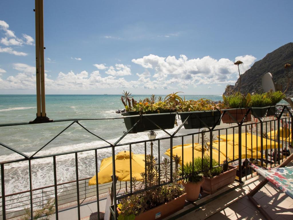 Tramonto sul mare levanto informationen und buchungen for Hotel barcellona sul mare