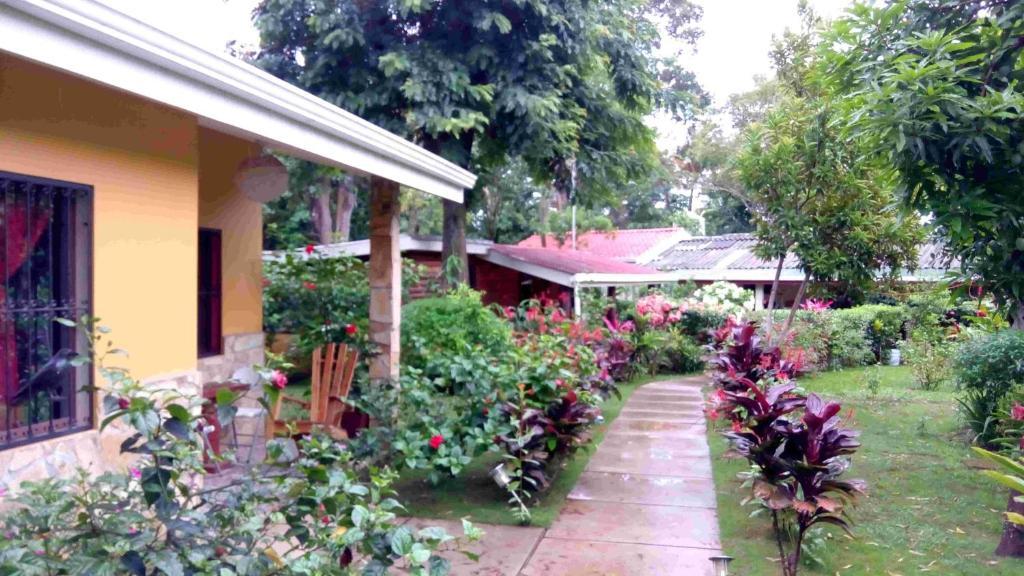 Hostal sonrisa jinotepe reserva tu hotel con viamichelin for Hostal jardines granada