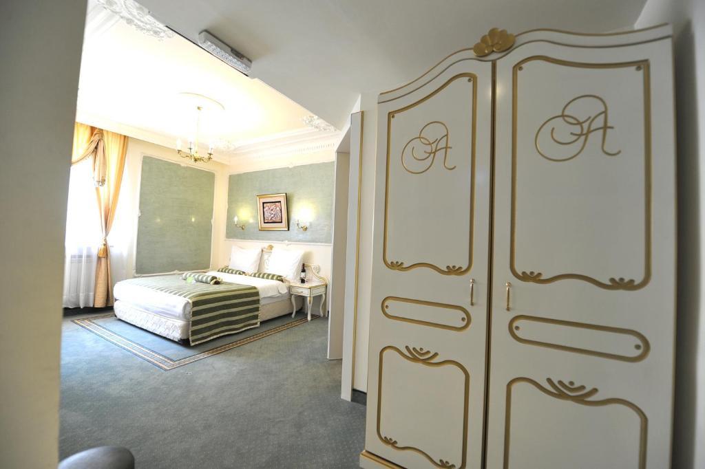 Queen 39 s astoria design hotel belgrad informationen und for Design hotel queen astoria