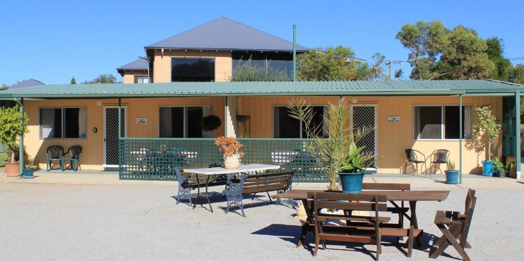 <div data-et-view=NAFQCDCcdXDPdFO:1</div Jurien Beachfront Holiday Units
