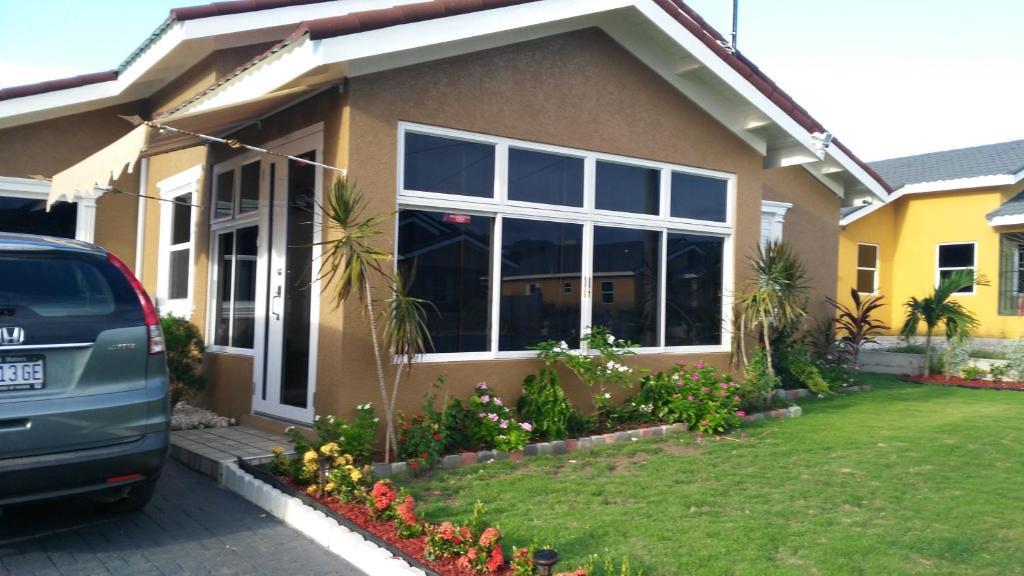 Relax Villa (Jamaica Ocho Rios) - Booking.com