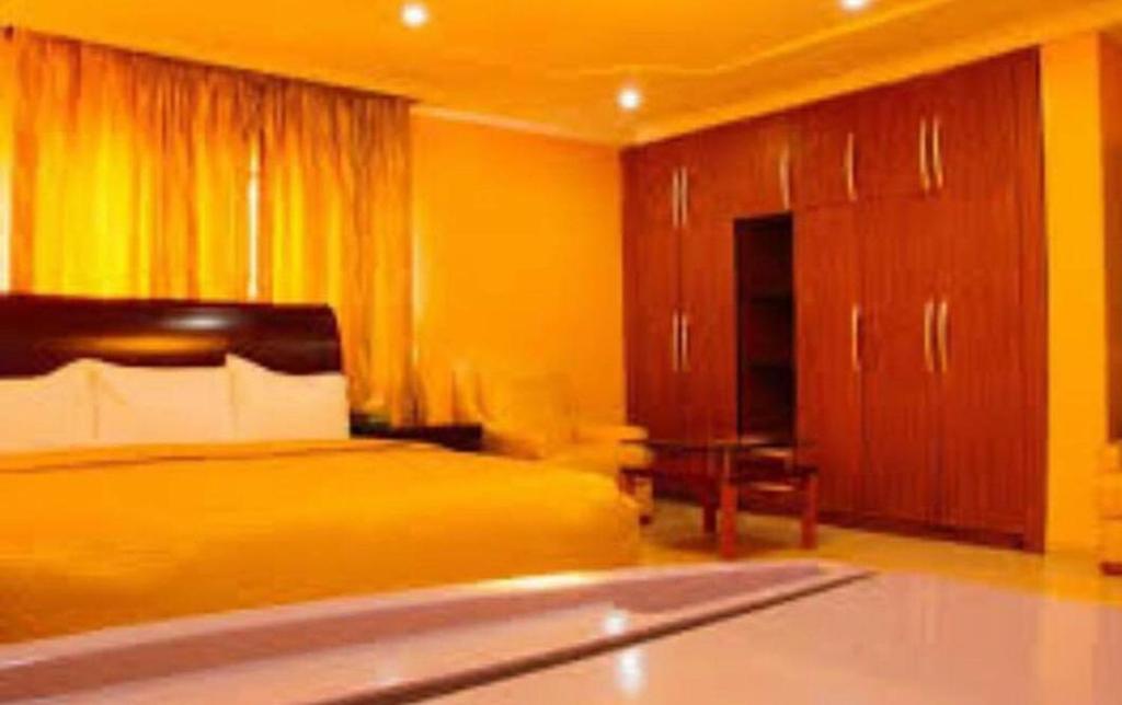 Eskimo suites