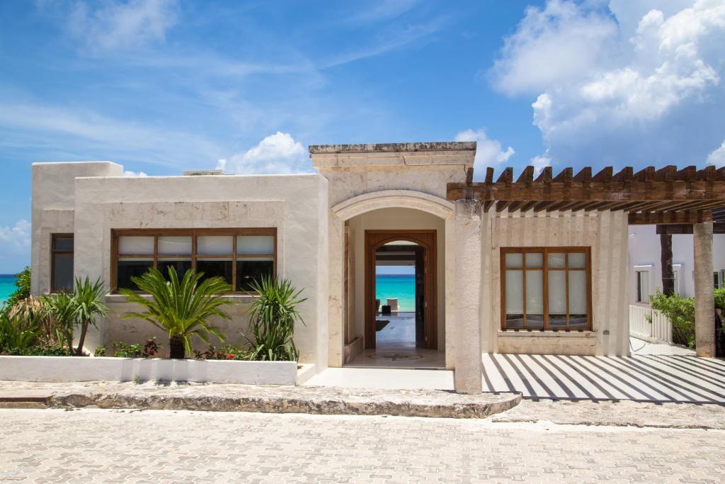 Casa de vacaciones beach front house casa marmol m xico for La mansion casa hotel telefono