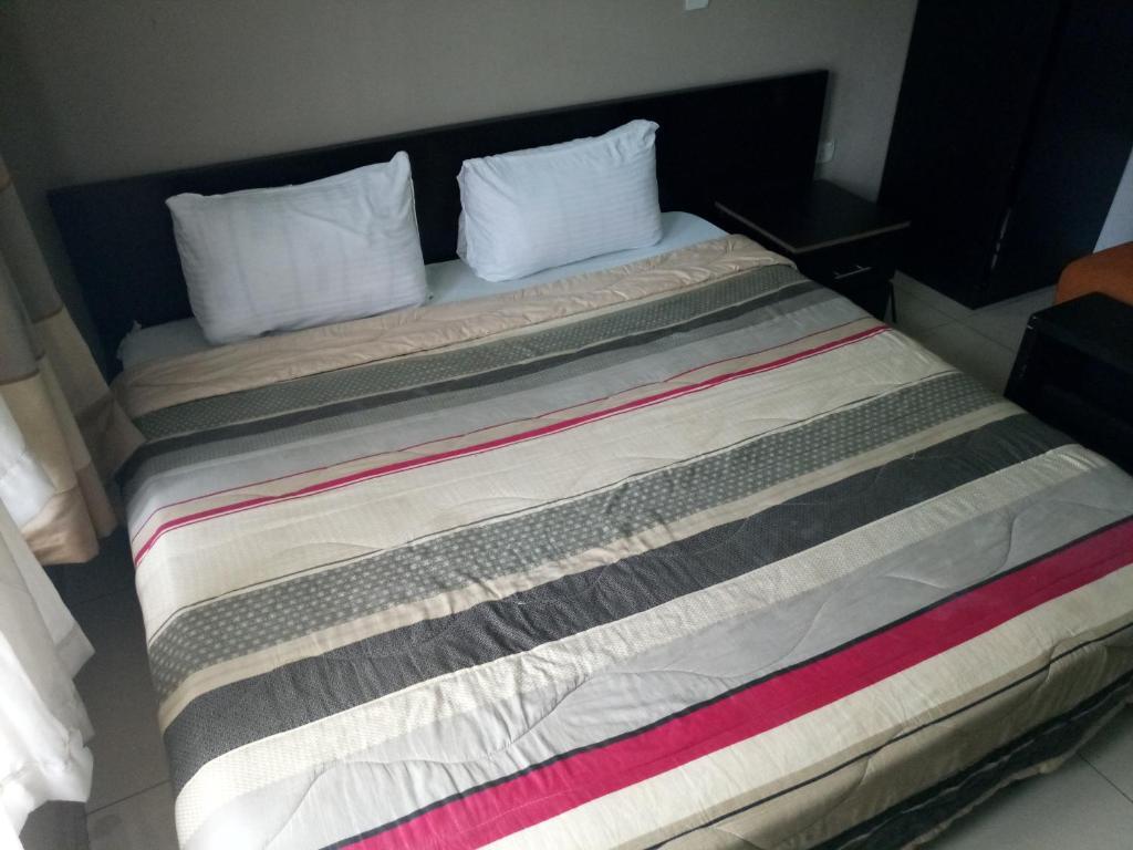 Avalon Hotel & Suites
