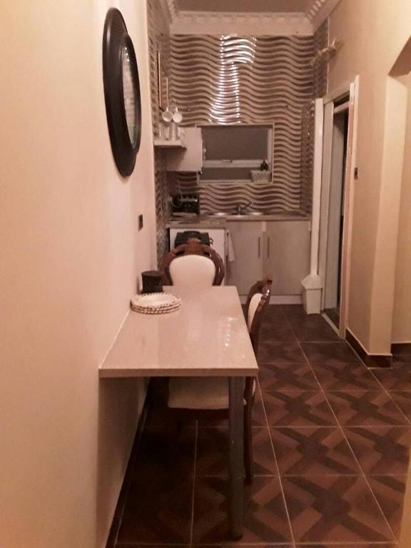 <div data-et-view=NAFQCDCcdXDPdFO:1</div Mo&#39;s Apartment