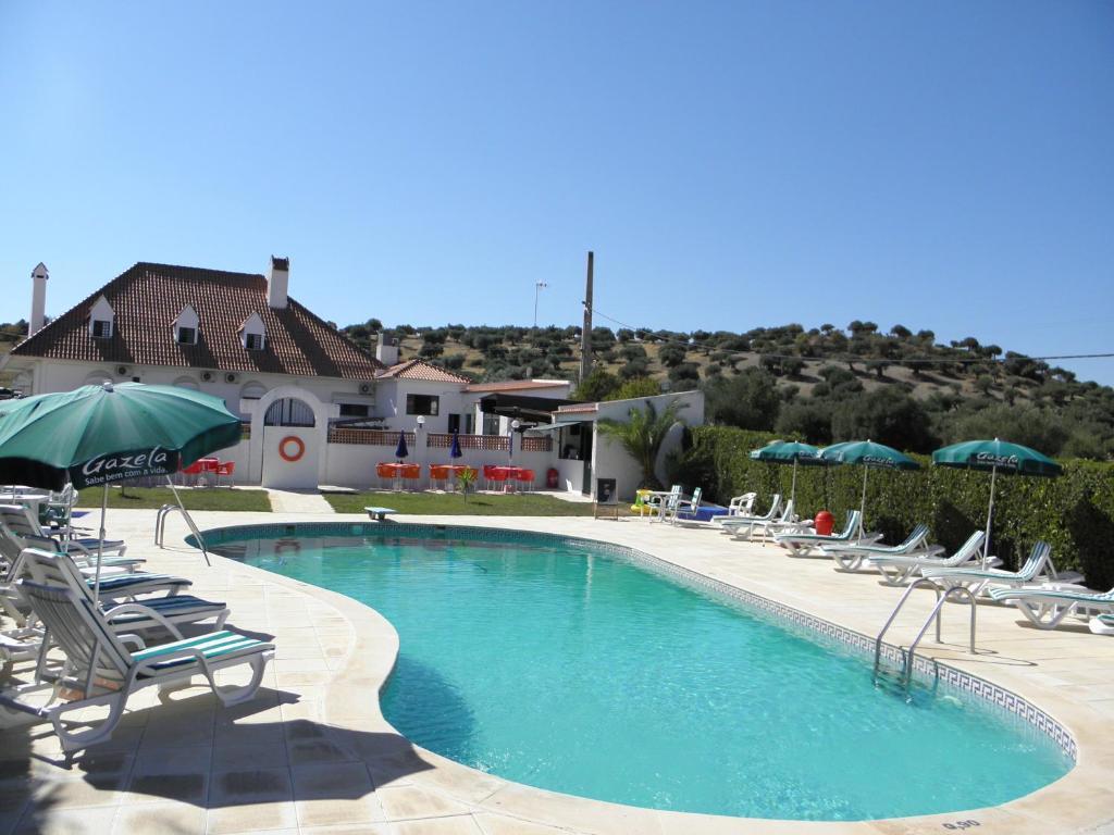 Hotel jardim elvas reserva tu hotel con viamichelin for Piscina elvas