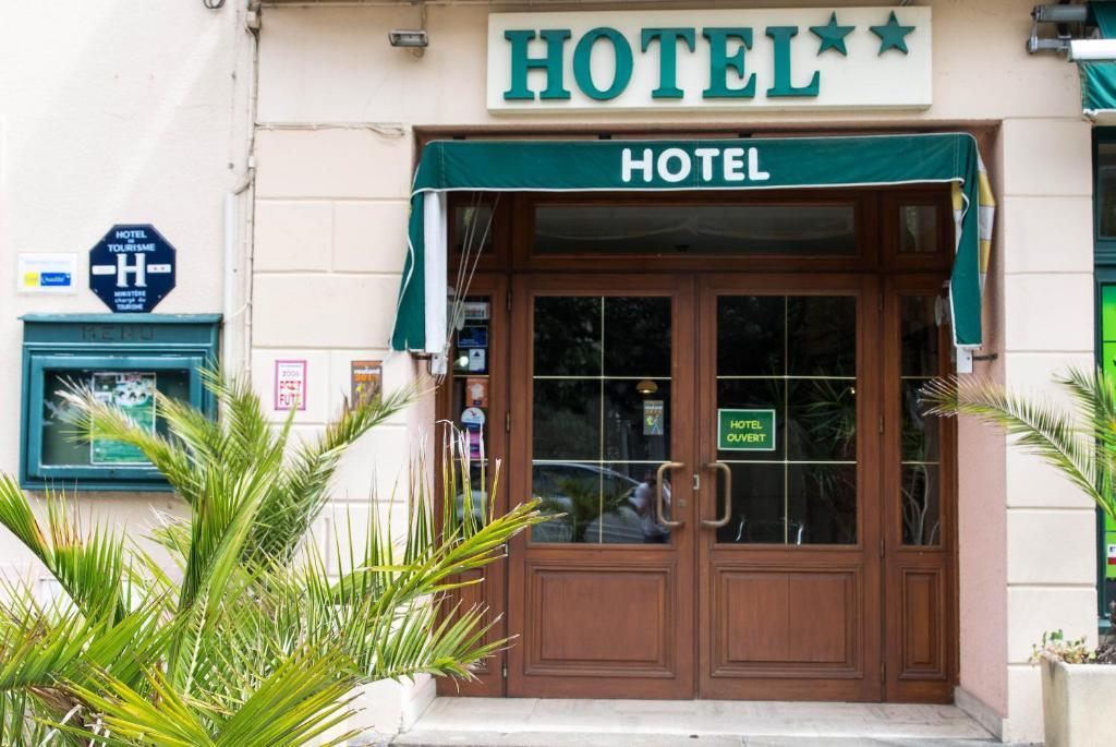Hotel de la gare dol de bretagne for Apart hotel bretagne