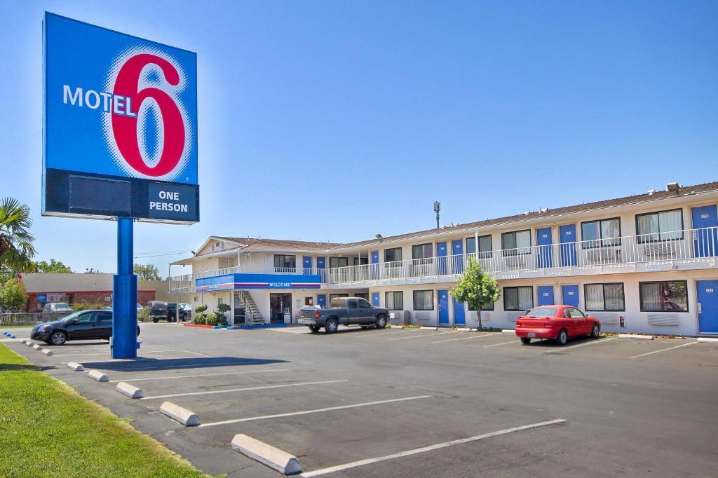 motel 6 monterey north fremont street r servation. Black Bedroom Furniture Sets. Home Design Ideas