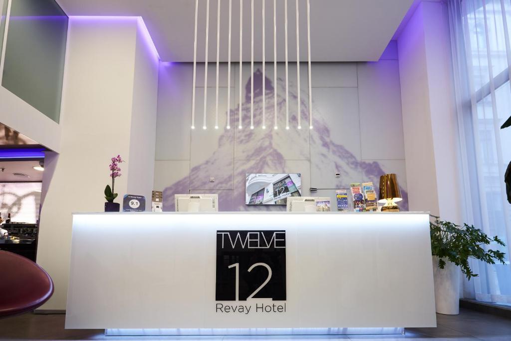 El lobby o recepción de 12 Revay Hotel