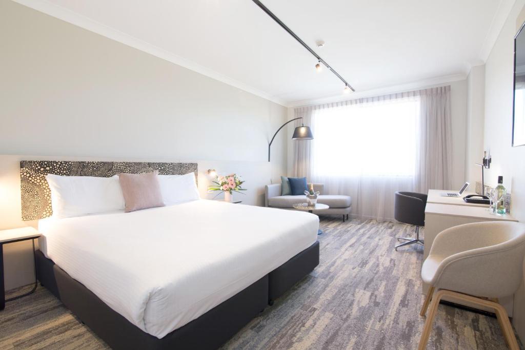 Cama ou camas em um quarto em Quality Hotel Mermaid Waters