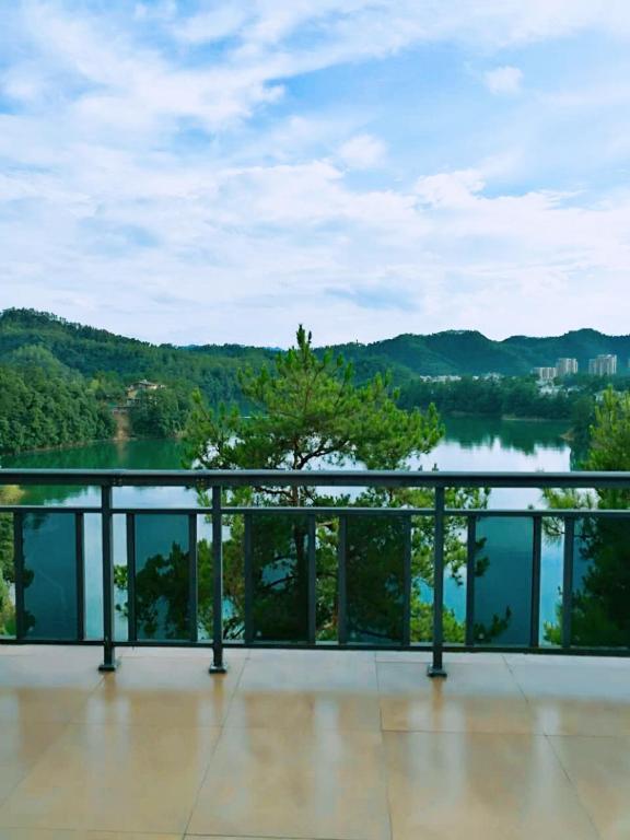 jade lakeview villa xinanjiang informationen und buchungen online viamichelin. Black Bedroom Furniture Sets. Home Design Ideas