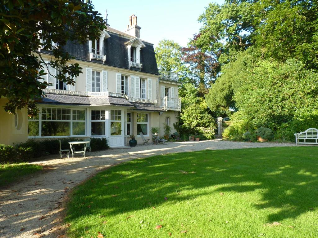 Chambres d 39 h tes le petit sully bayeux book your hotel for Bayeux chambre d hotes