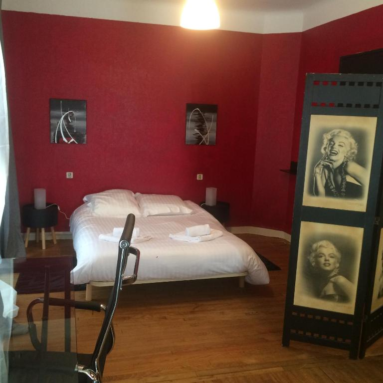 chambre d 39 h tes la vue de sarlat chambre d 39 h tes sarlat la can da. Black Bedroom Furniture Sets. Home Design Ideas