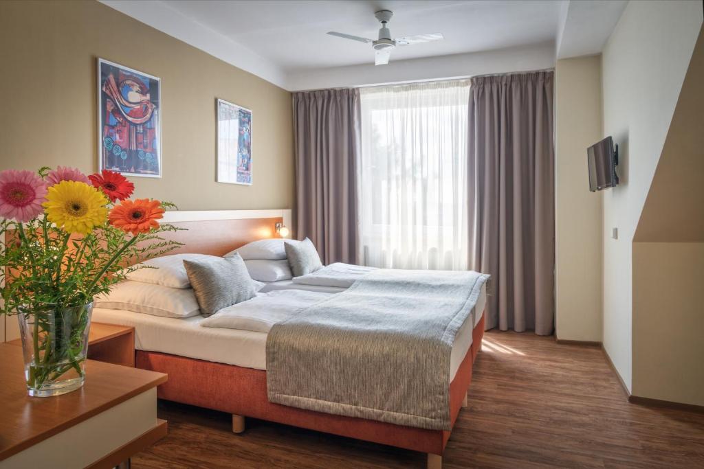 Cama ou camas em um quarto em Hotel Aida