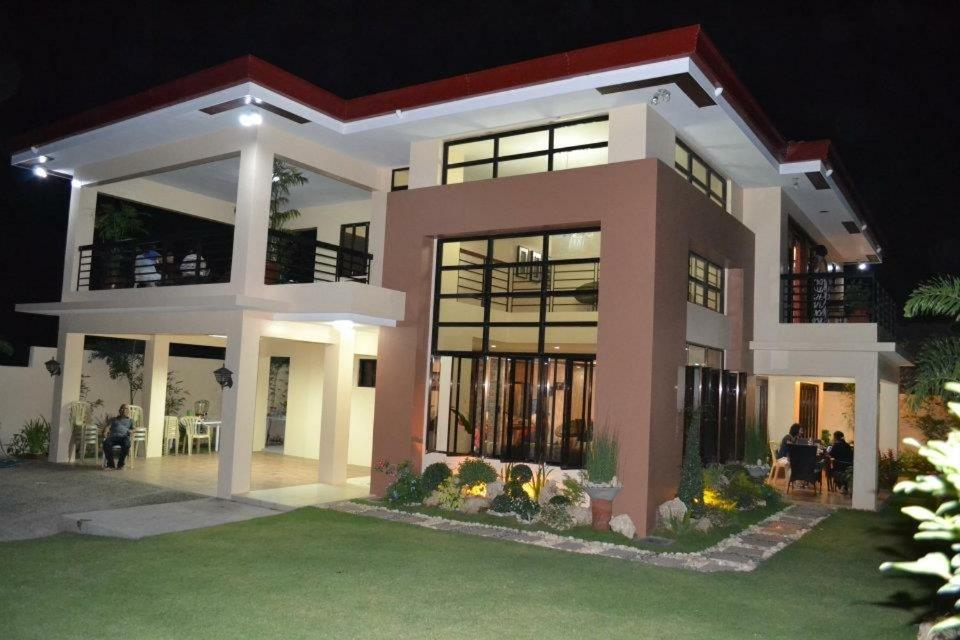 Relaxing Place with amazing view in Calatagan batangas house