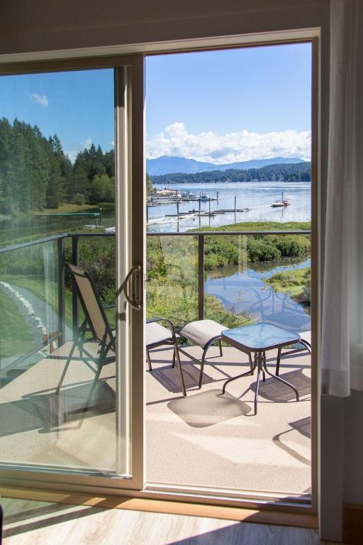 Sproat lake landing resort port alberni prenotazione for 110 piedi in metri