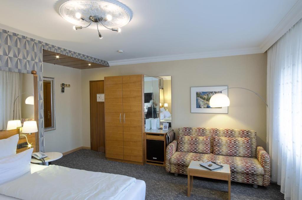 kleiner riesen koblenz book your hotel with viamichelin. Black Bedroom Furniture Sets. Home Design Ideas
