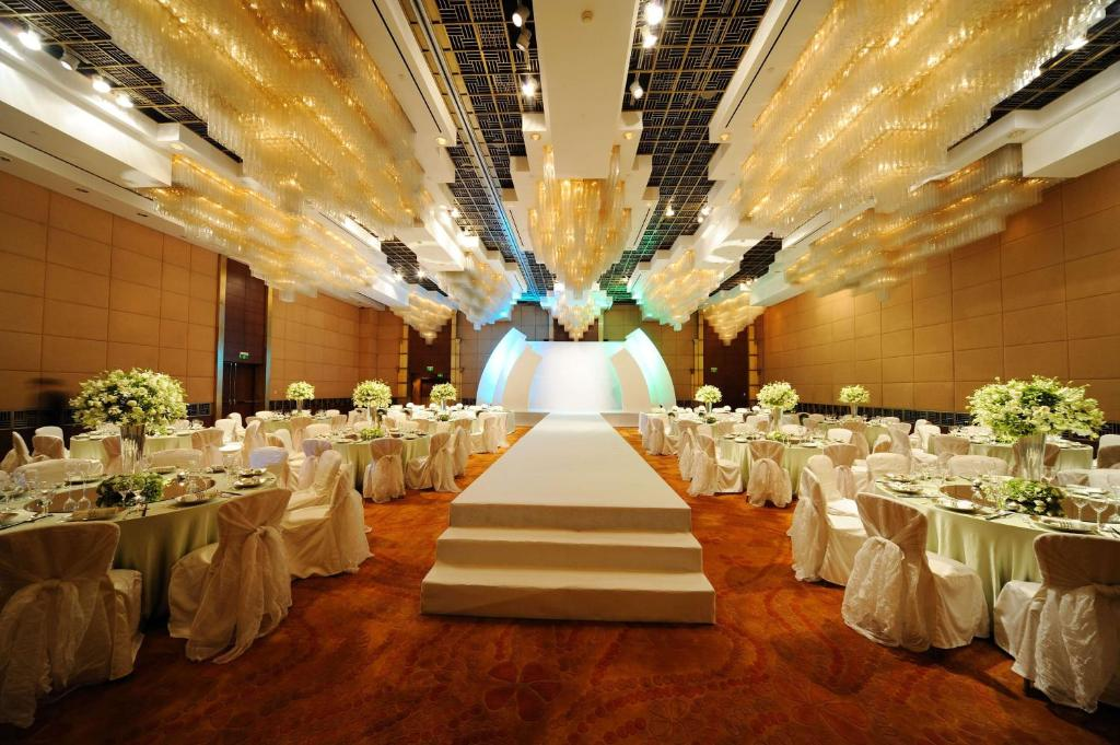 Grand Hyatt Shanghai Room Service Menu