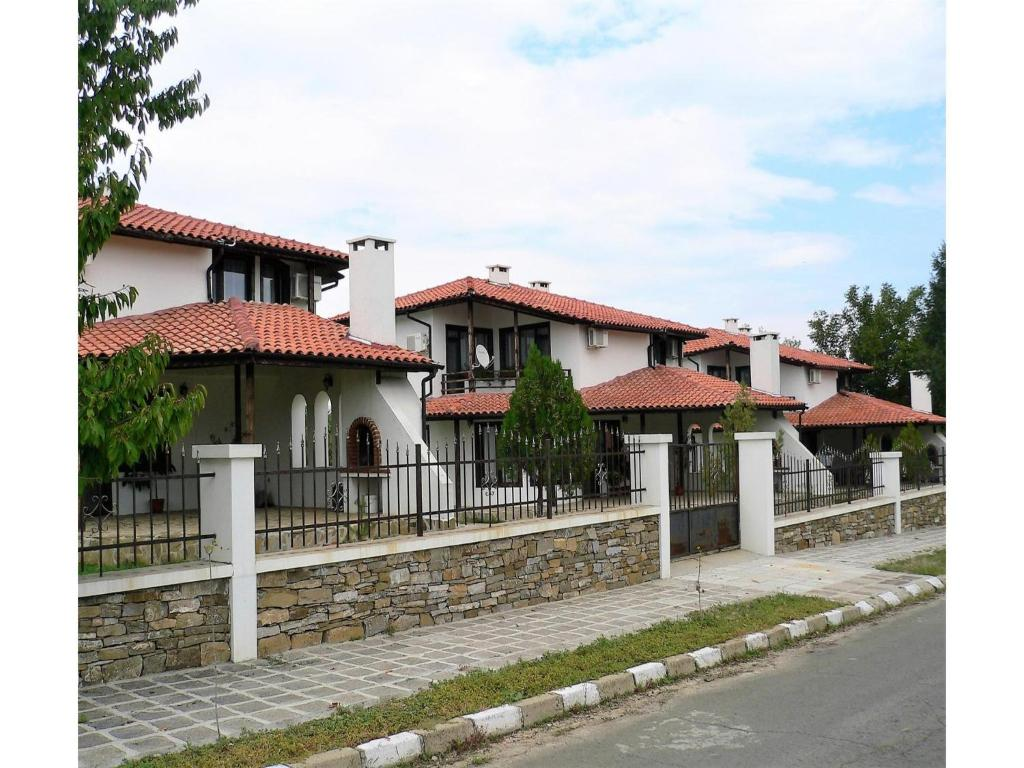 Three-Bedroom Holiday Home in Iskra Village