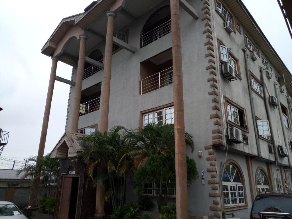 Bulos Hotel