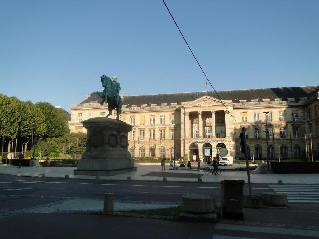 Hotel De La Tour St Etienne