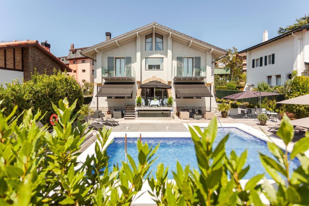 Villa birdie donostia san sebasti n reserva tu hotel for Hoteles con habitaciones familiares en san sebastian