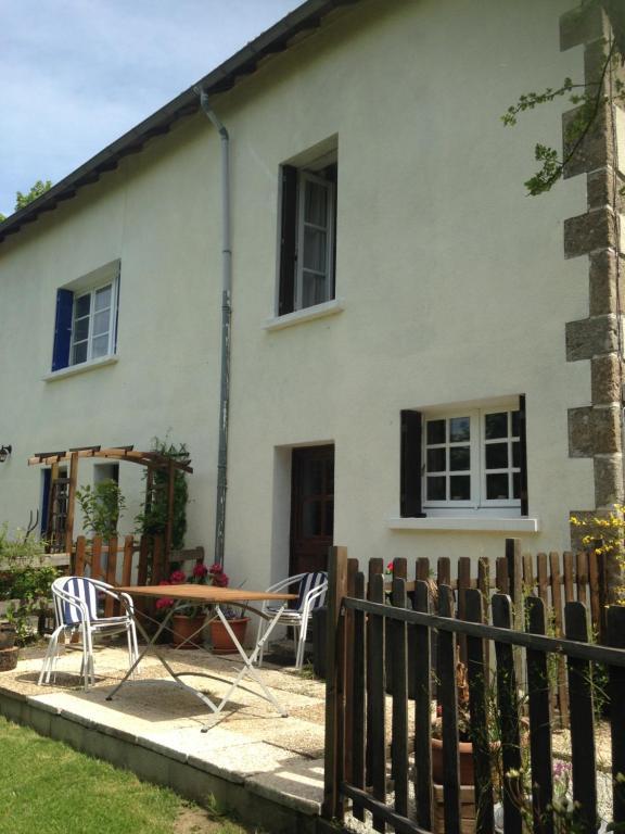 Chateau cottage fran a eymoutiers for Entretien jardin gueret