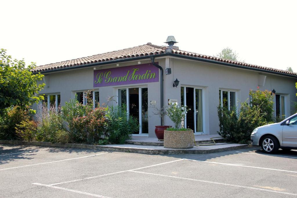 H tel saint louis l 39 isle sur la sorgue online booking for Hotels isle sur la sorgue