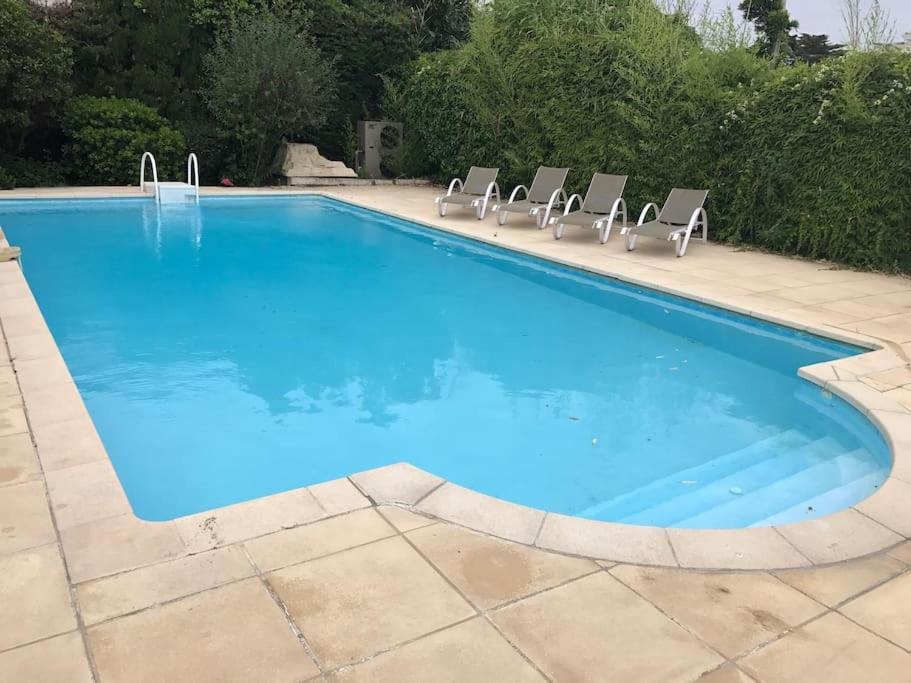 Appartement avec grande piscine a cote des plages cagnes for Piscine one line