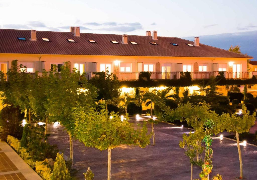 ermita novel Check rates & availability book this hotel now designed in neo-colonial fashion, la ermita hotel is laid out in a kind of half-moon around spacious lawns studded with an attractive olympic-size swimming pool the las terrazas restaurant.