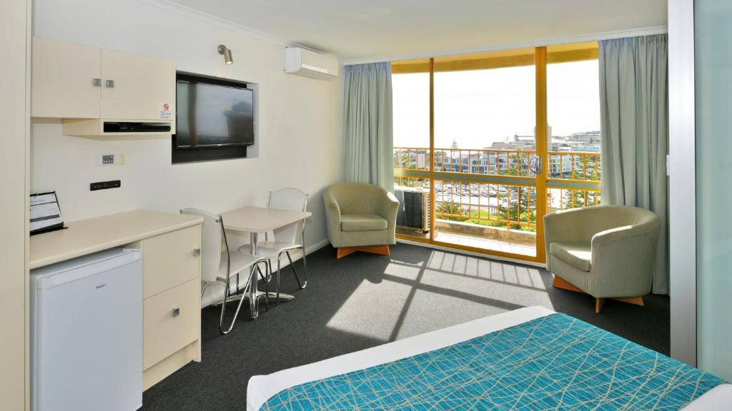 Atlantic tower motor inn adelaide book your hotel with for Buffalo motor inn glenelg