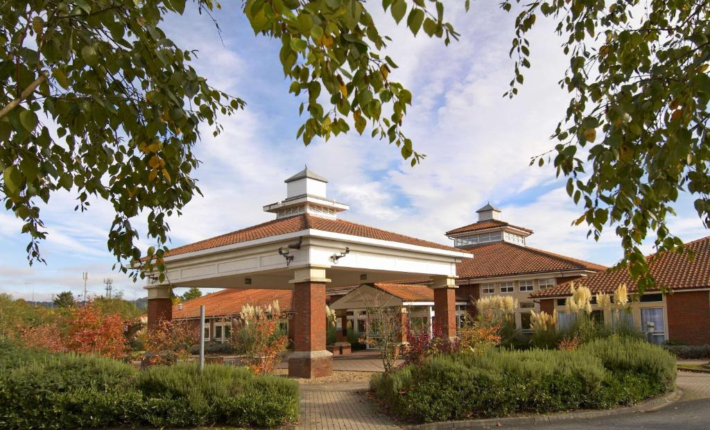 Maidstone Hotels With Pool