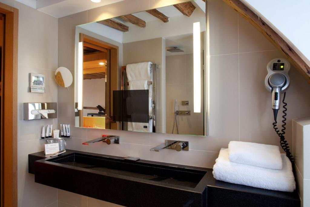 Select hotel paris online booking viamichelin for Hotel design sorbonne paris 75005
