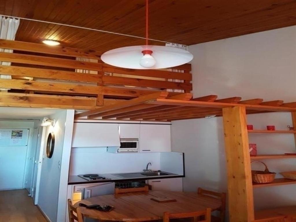 appartement studio avec mezzanine aux pieds des pistes appartement super besse. Black Bedroom Furniture Sets. Home Design Ideas