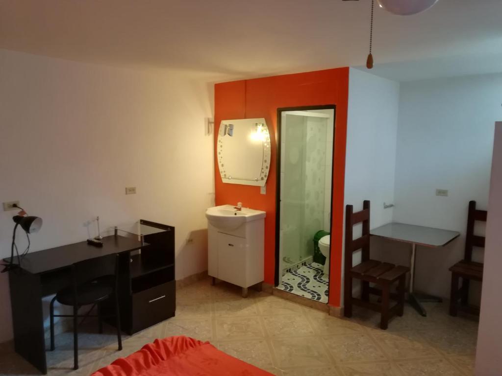 La colonia aparthotel medell n ver oferta comentarios for Habitacion familiar medellin