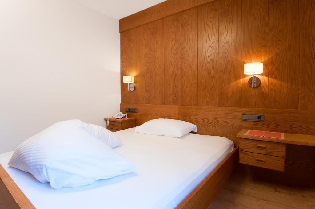 Booking Hotel Corvara