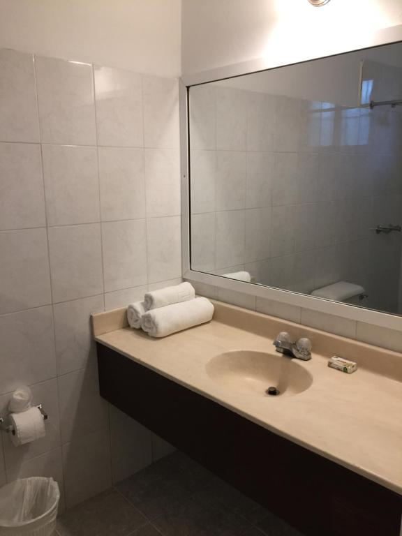 Un baño de Hotel Alicia Beach