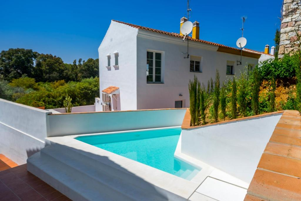 Cabopino house marbella marbella online booking for Modern house uk for sale